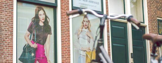 Реклама върху прозорец